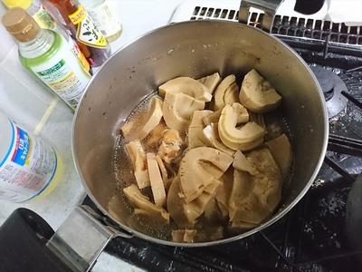 鶏手羽元と筍の煮付け.JPG