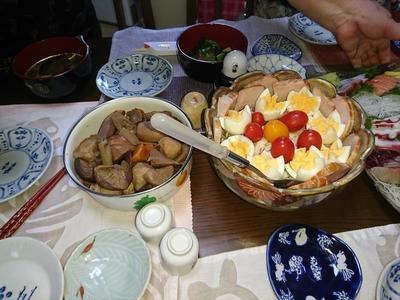 がめ煮とサラダ.JPG